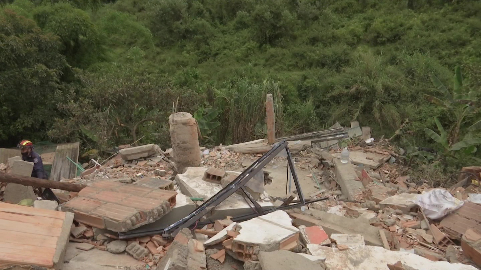 Colapso de edificación deja un herido