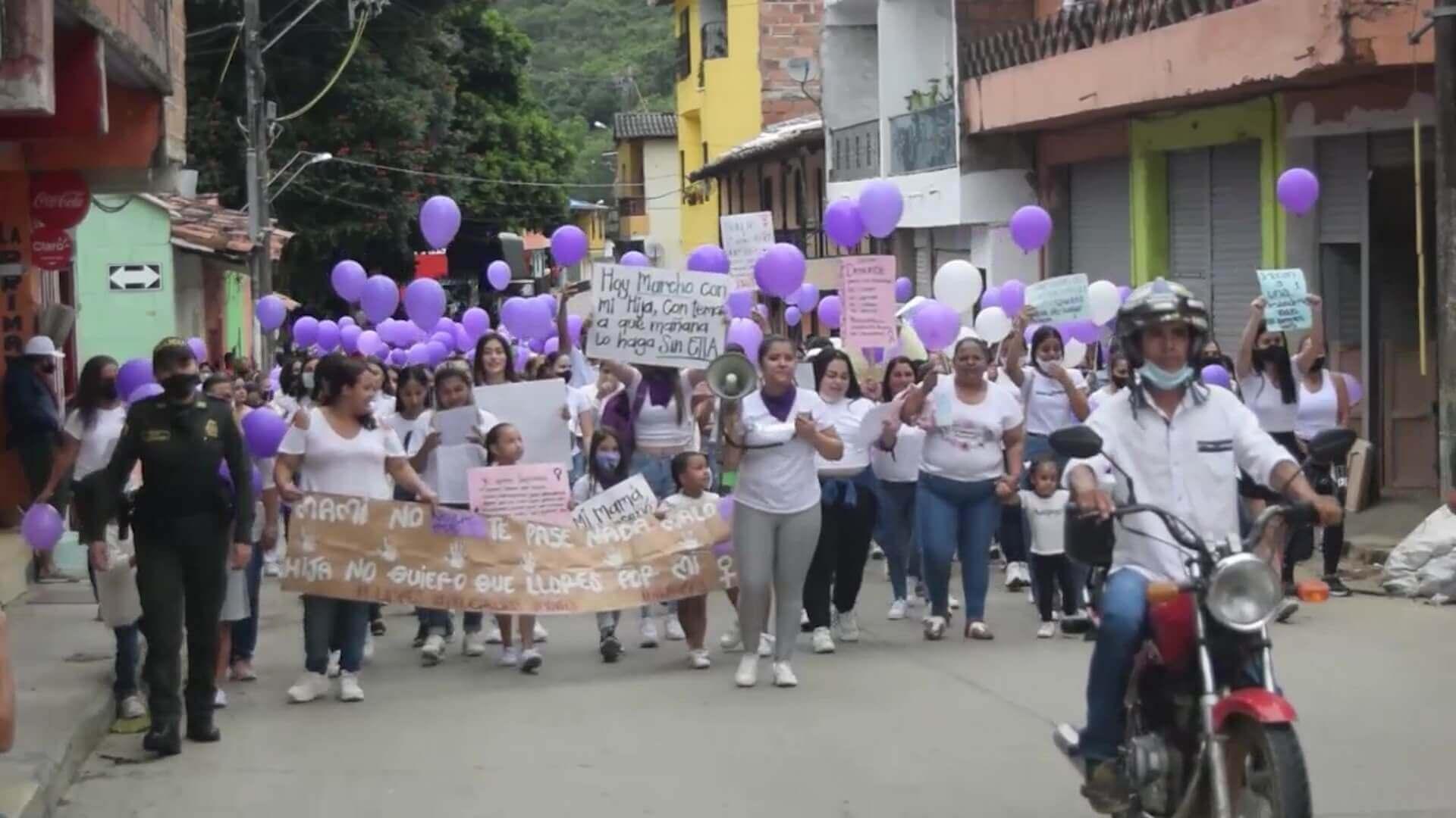 Con marcha, comunidad de Salgar rechaza violencia de género