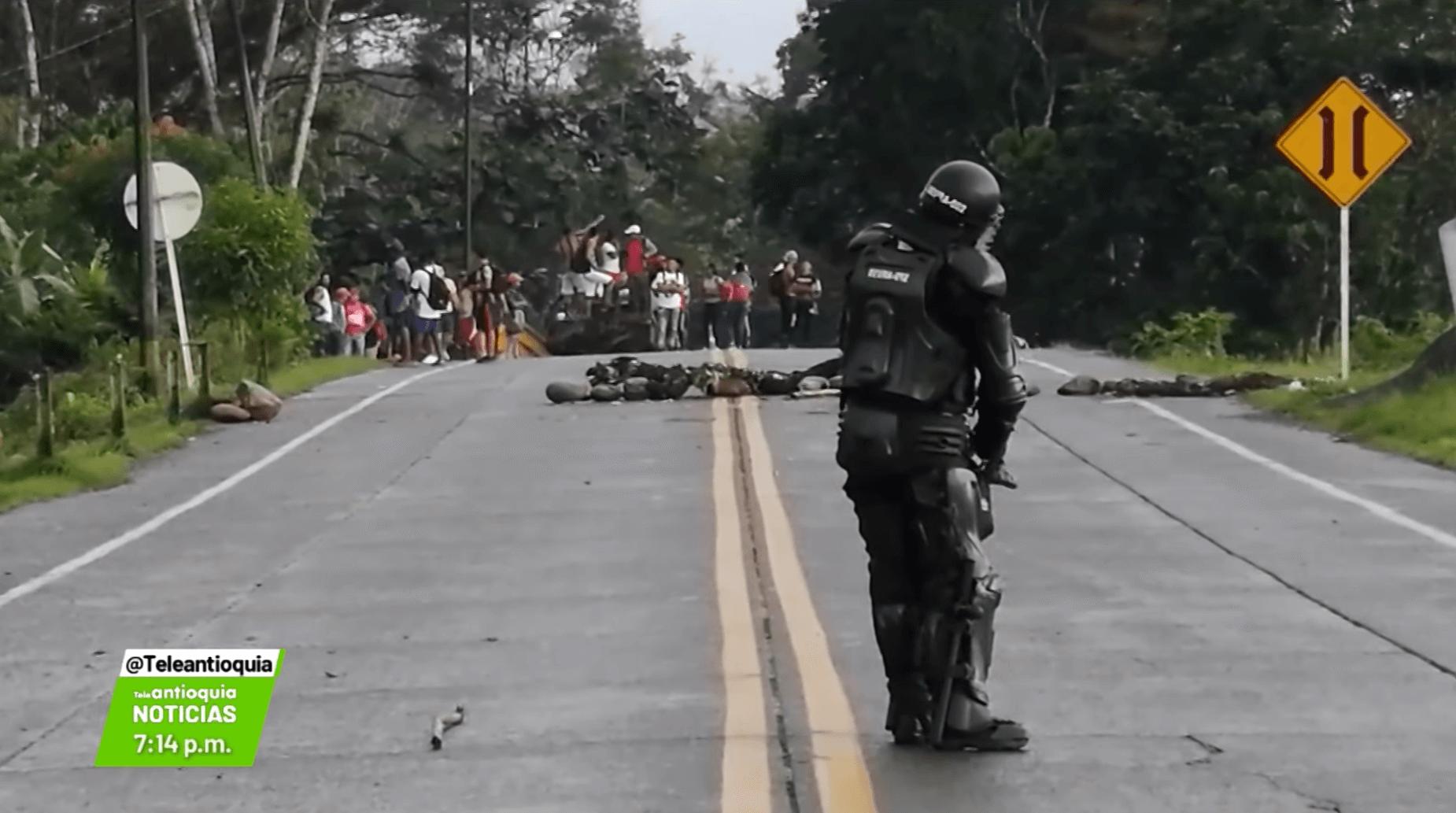 Cuarto día de protestas, siguen bloqueos en vía