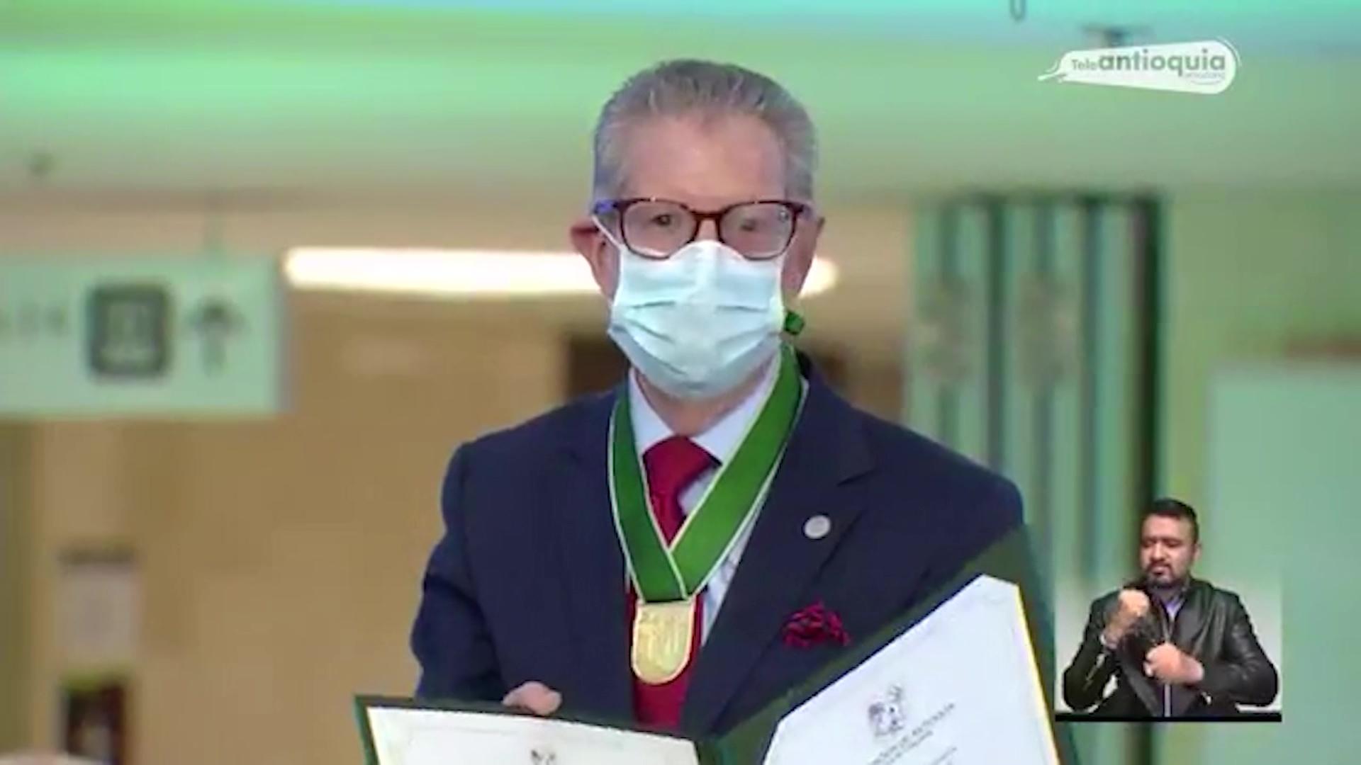 Escudo de Oro al médico Andrés Aguirre