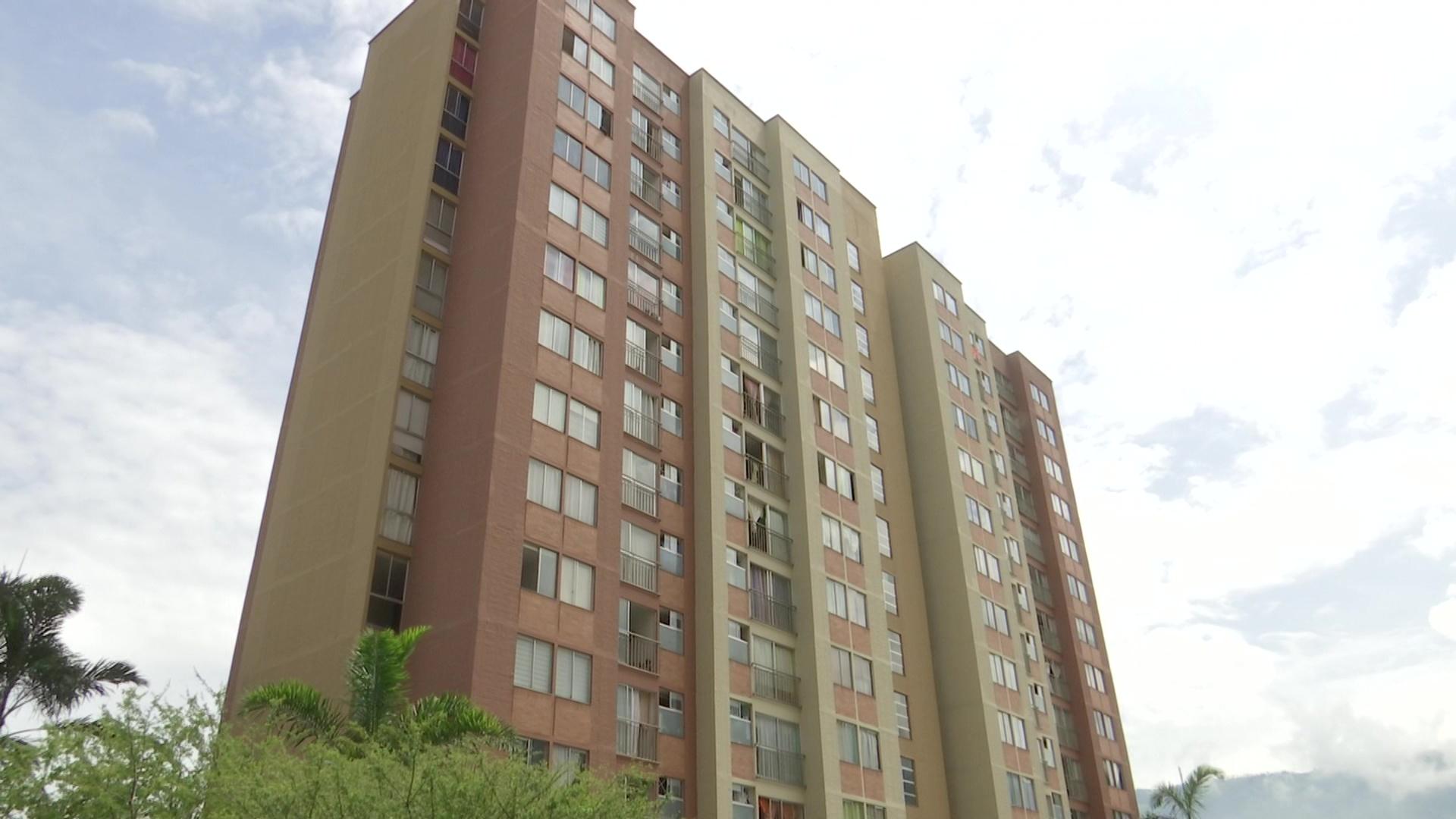 Niño de cuatro años muere al caer desde el piso 15 de edificio
