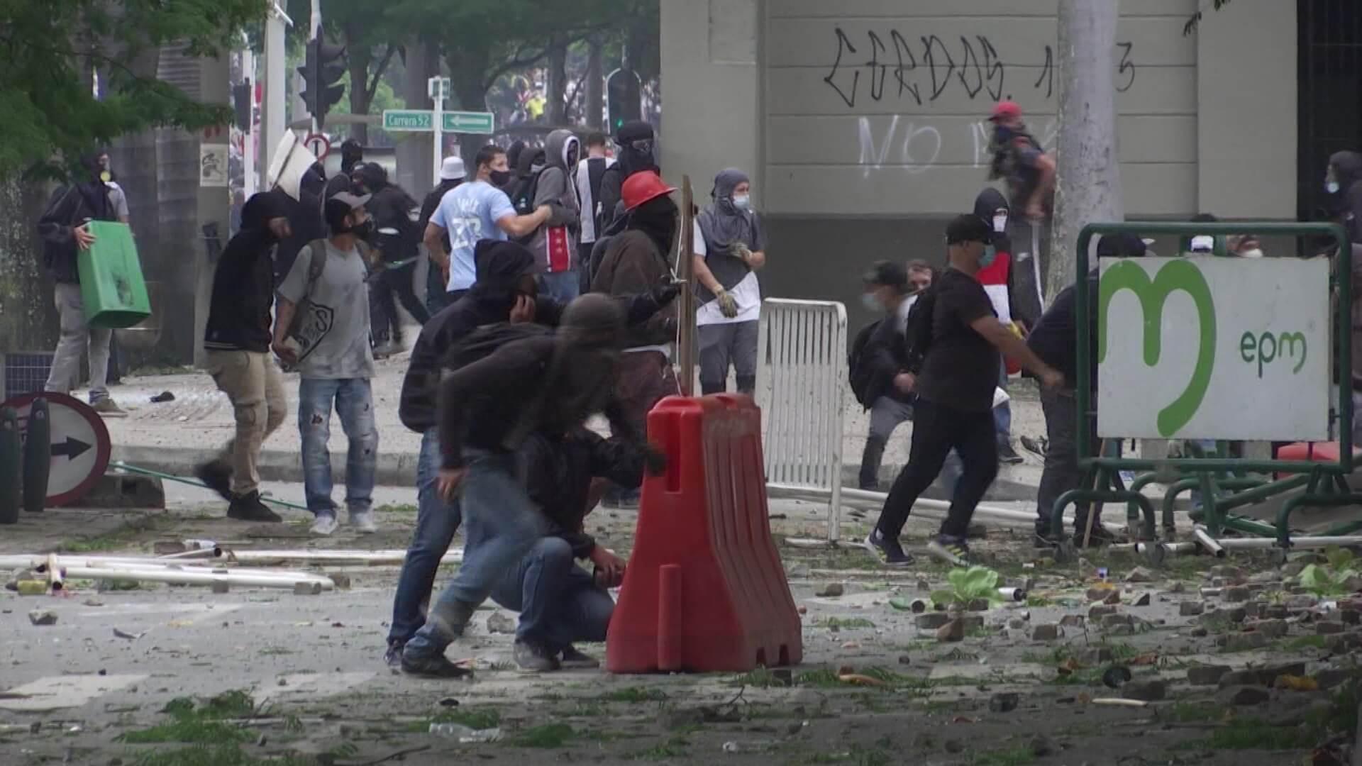 Marchas con actos vandálicos y saqueos en varios puntos