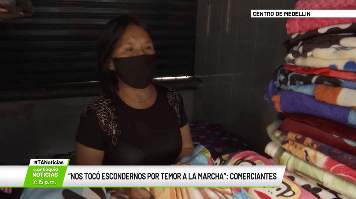 """""""Nos tocó escondernos por temor a la marcha"""": comerciantes"""