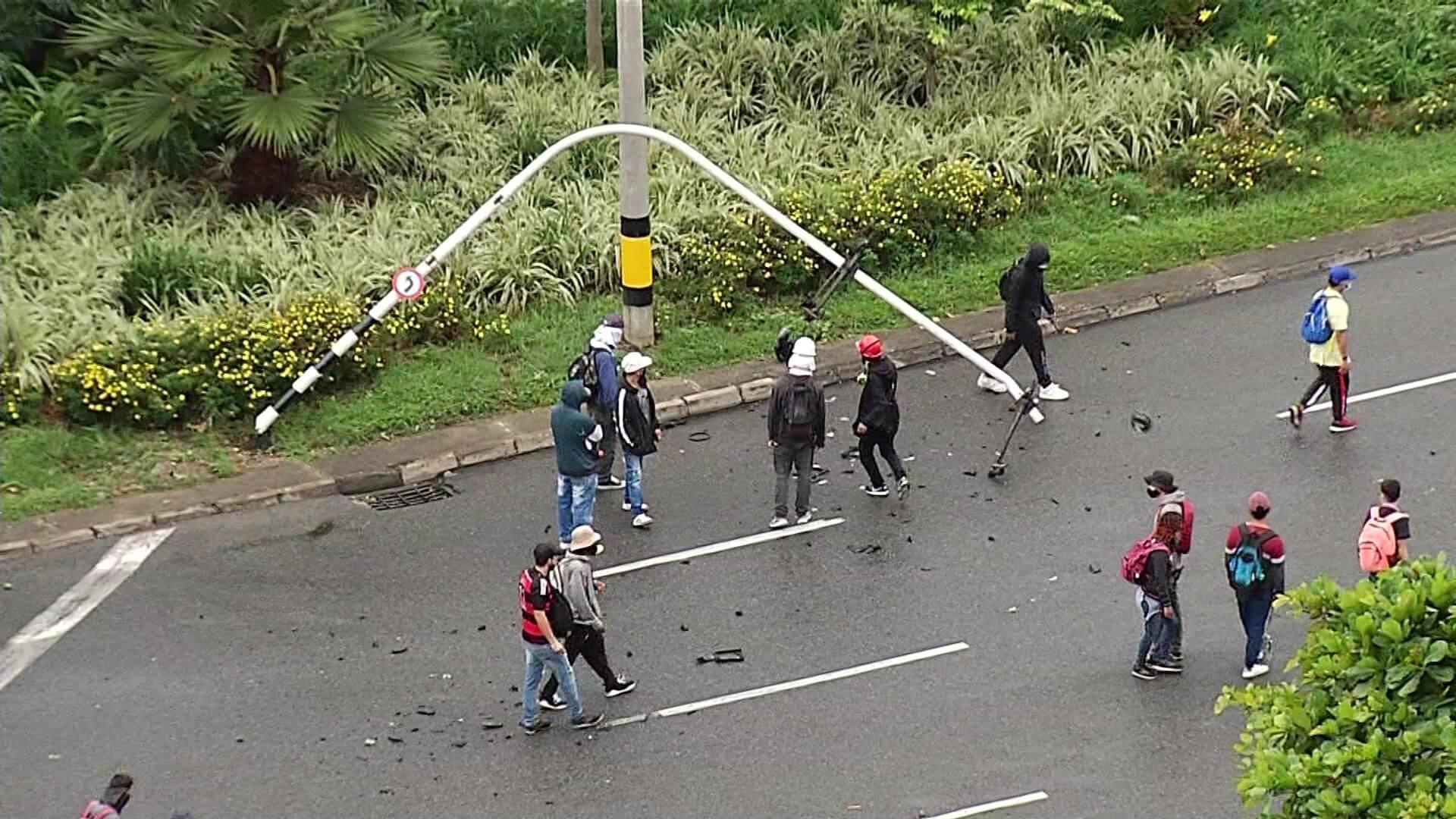 Avanza reparación de señales viales dañadas en protestas