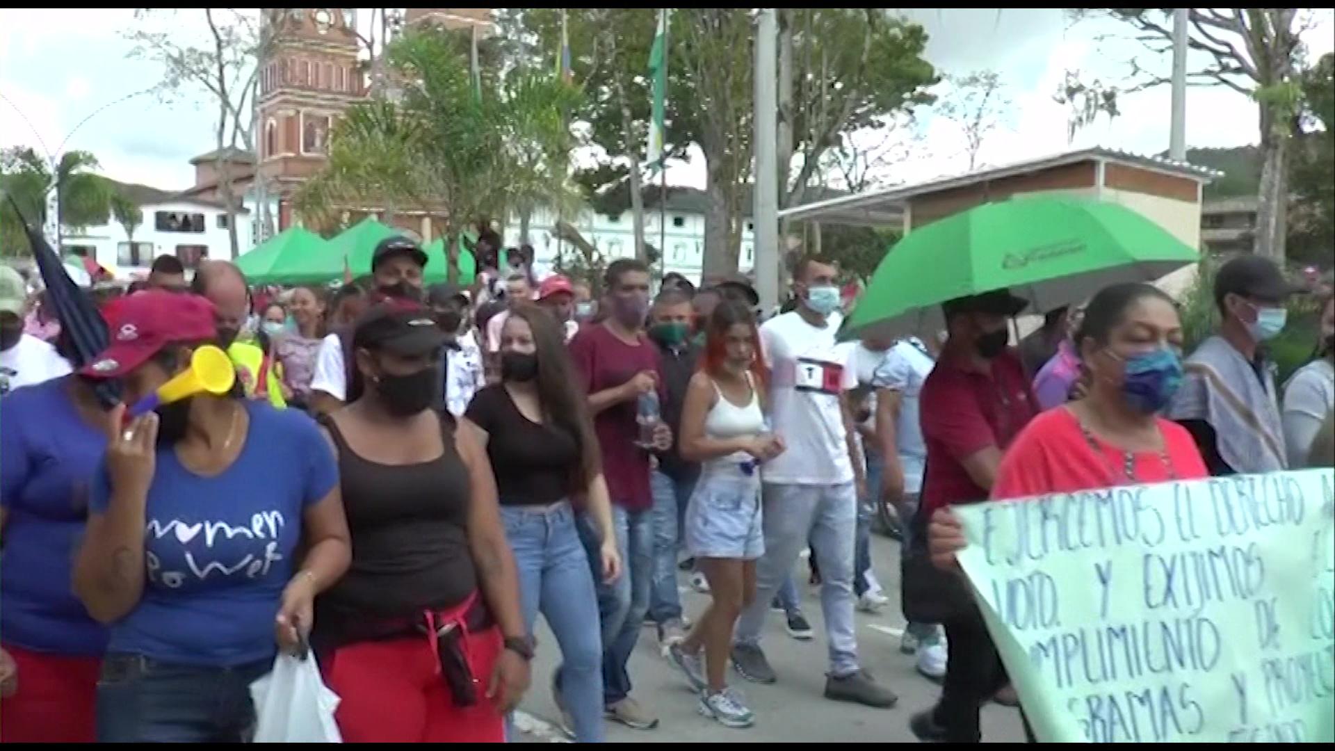 Cerca de 700 campesinos de Amalfi cumplen una semana de protestas