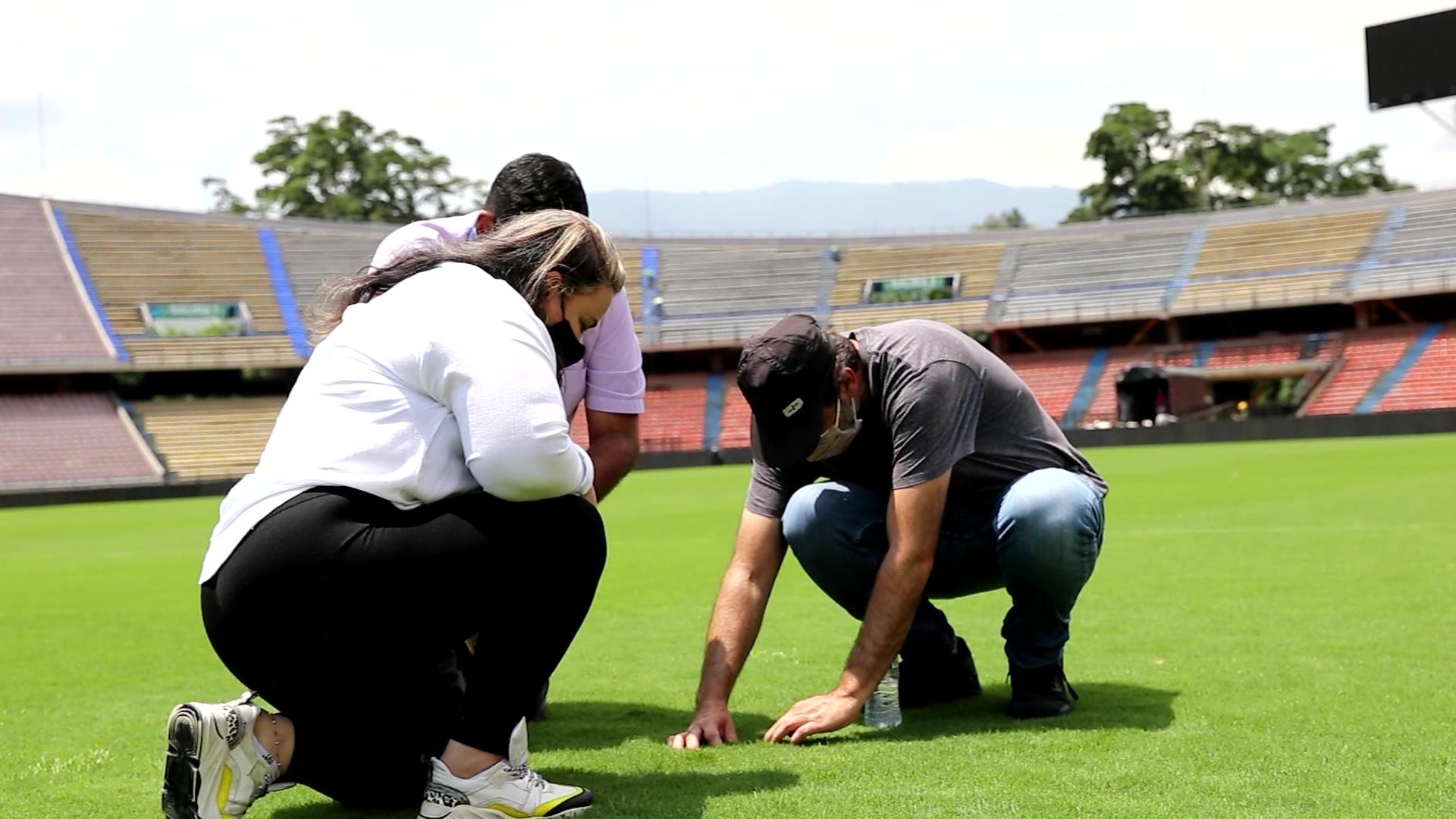 Conmebol visitó el Atanasio para revisar la grama