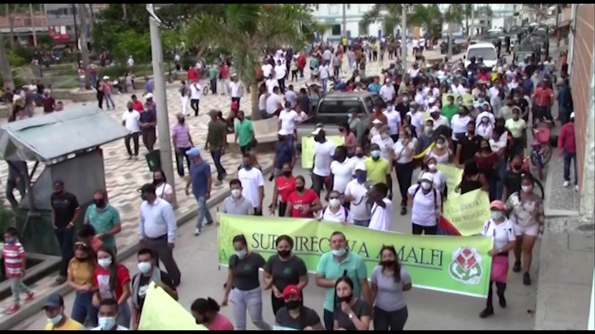 Más de mil campesinos de Amalfi completan 10 días de protestas
