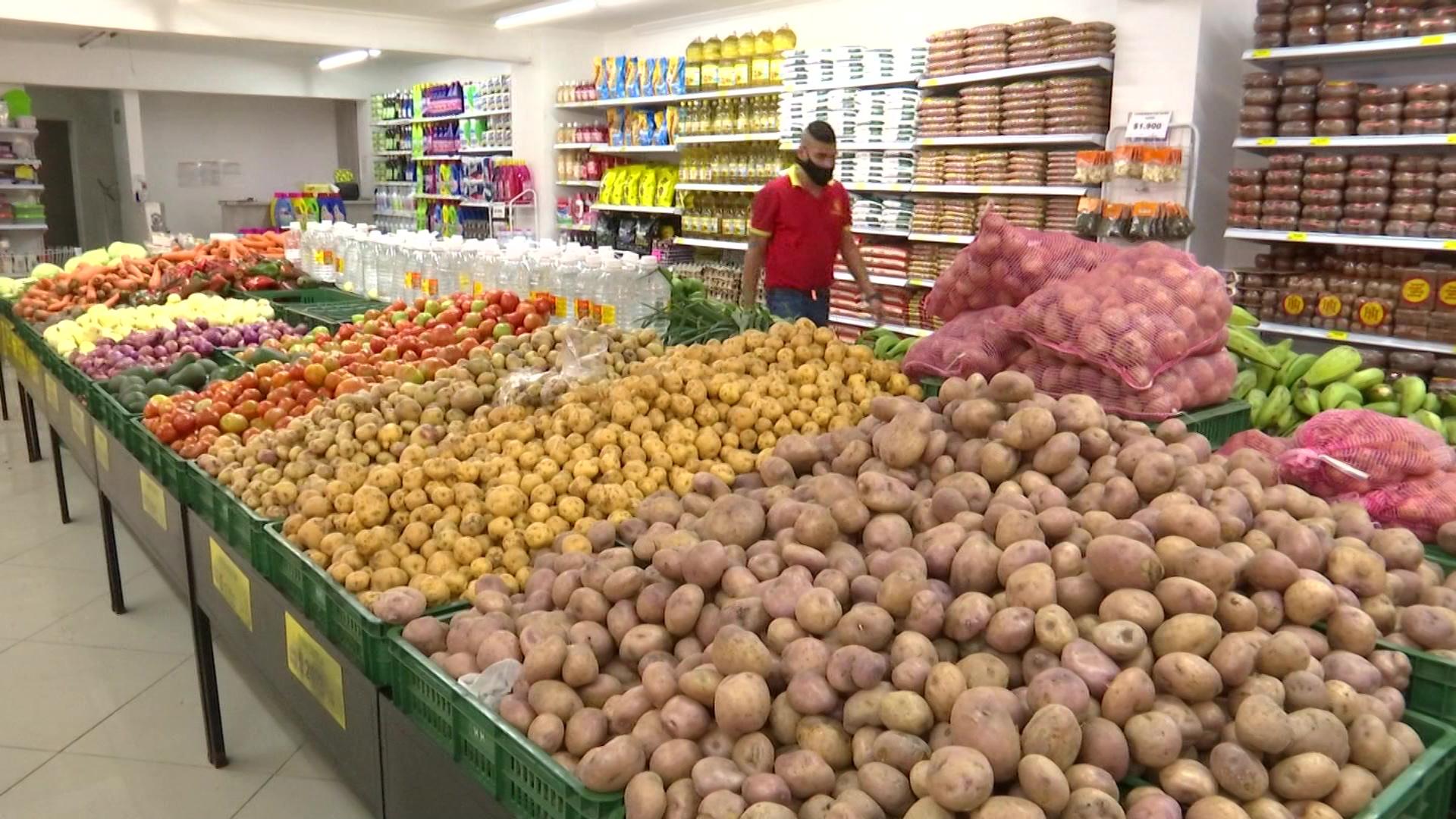 Reportan escasez y sobrecosto en alimentos por bloqueos