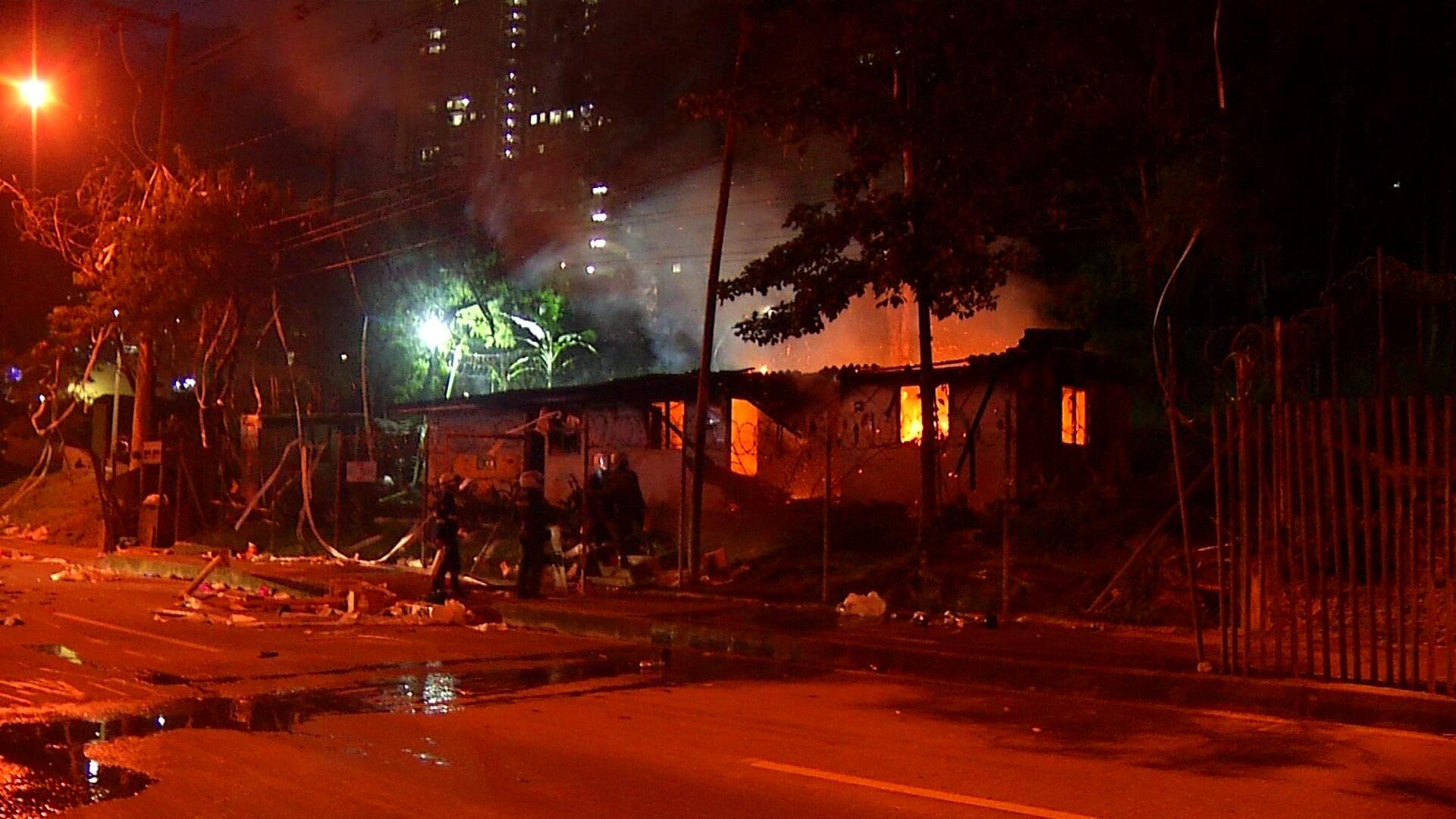 En esta ocasión también quemaron la sede administrativa