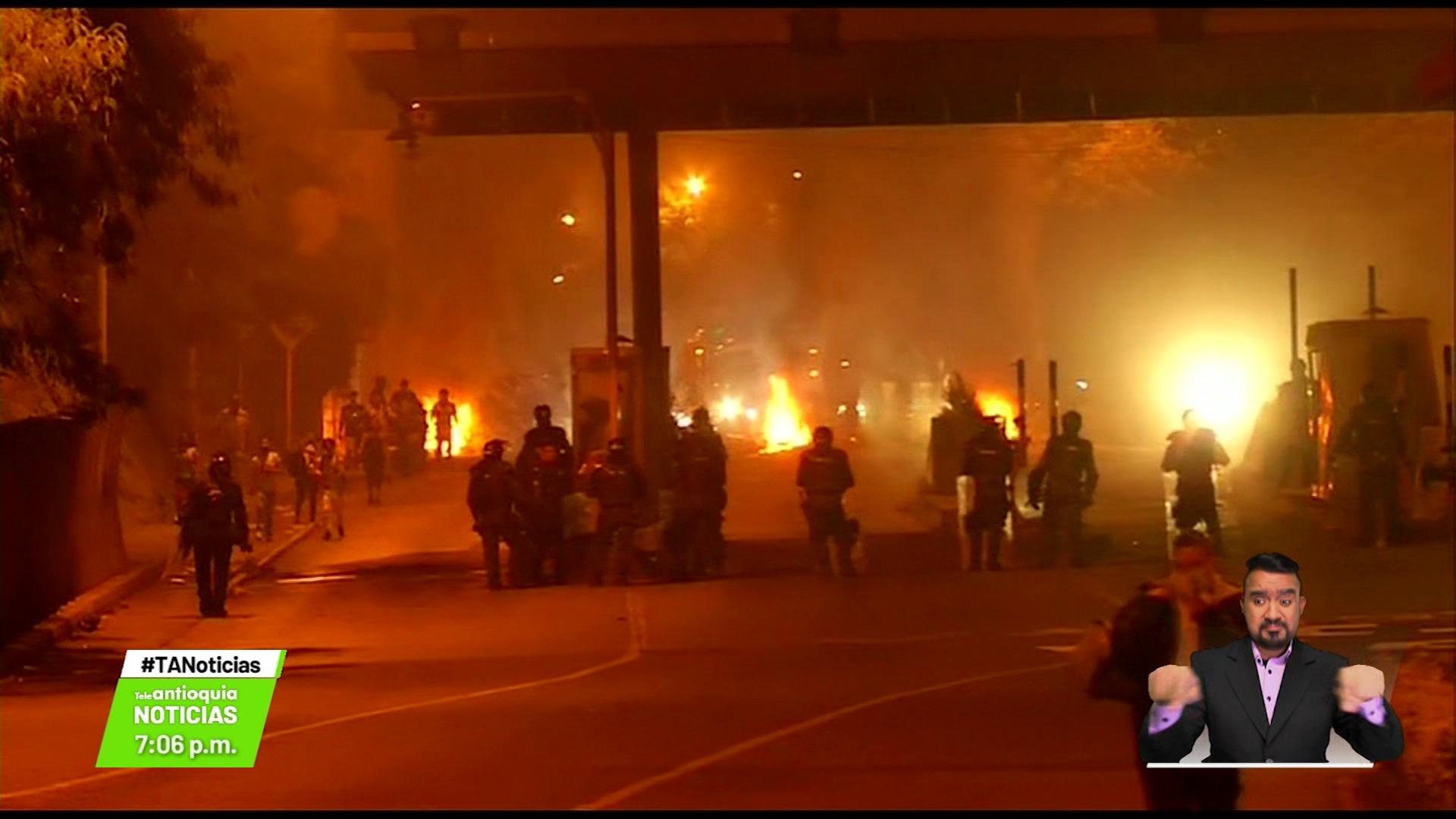 Manifestantes bloquean la Autopista Norte
