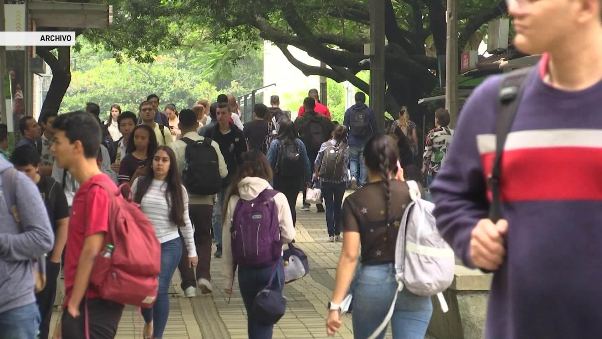 Universidades piden vacunas para sus estudiantes