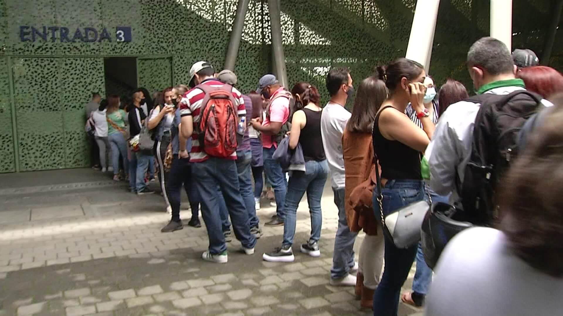 Volvieron las filas para la vacunación en el estadio