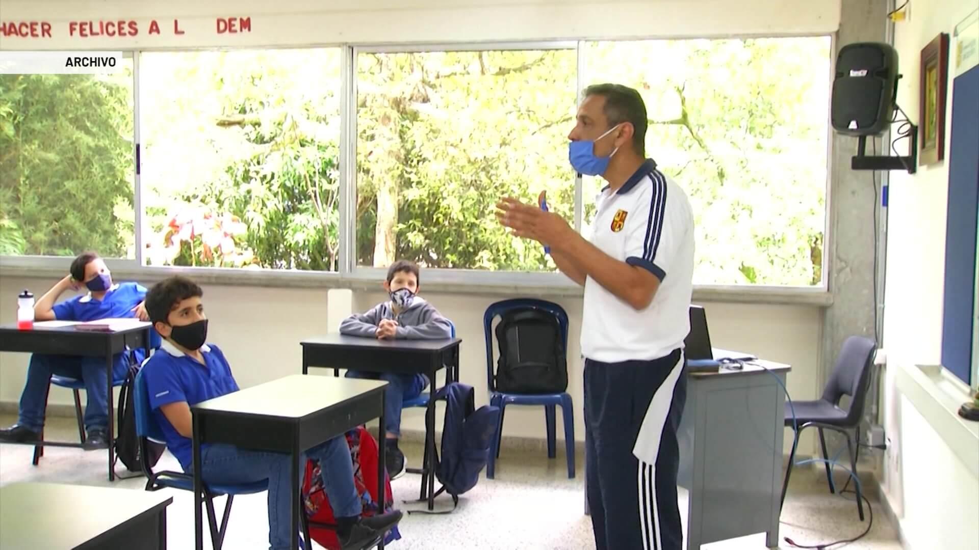 41% de profesores de Antioquia está pendiente de vacunarse