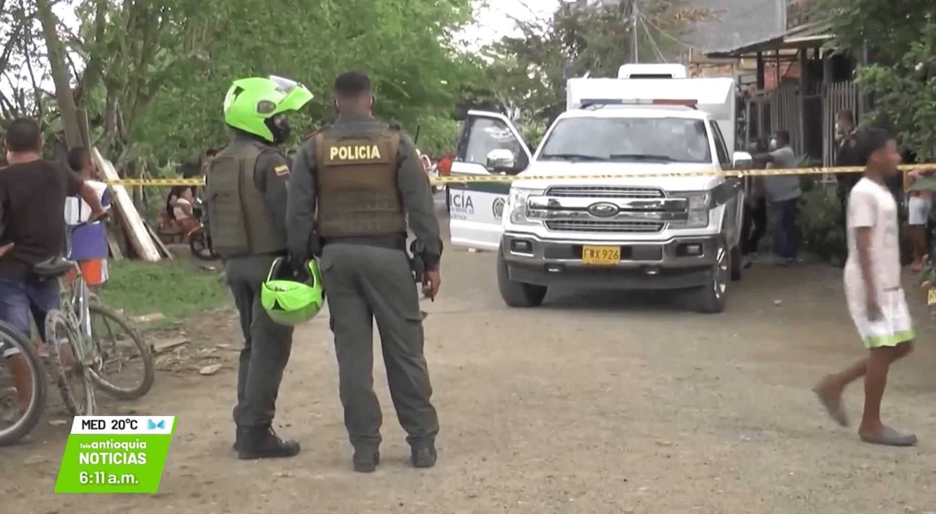 Ataque armado: un policía muerto y dos menores heridos