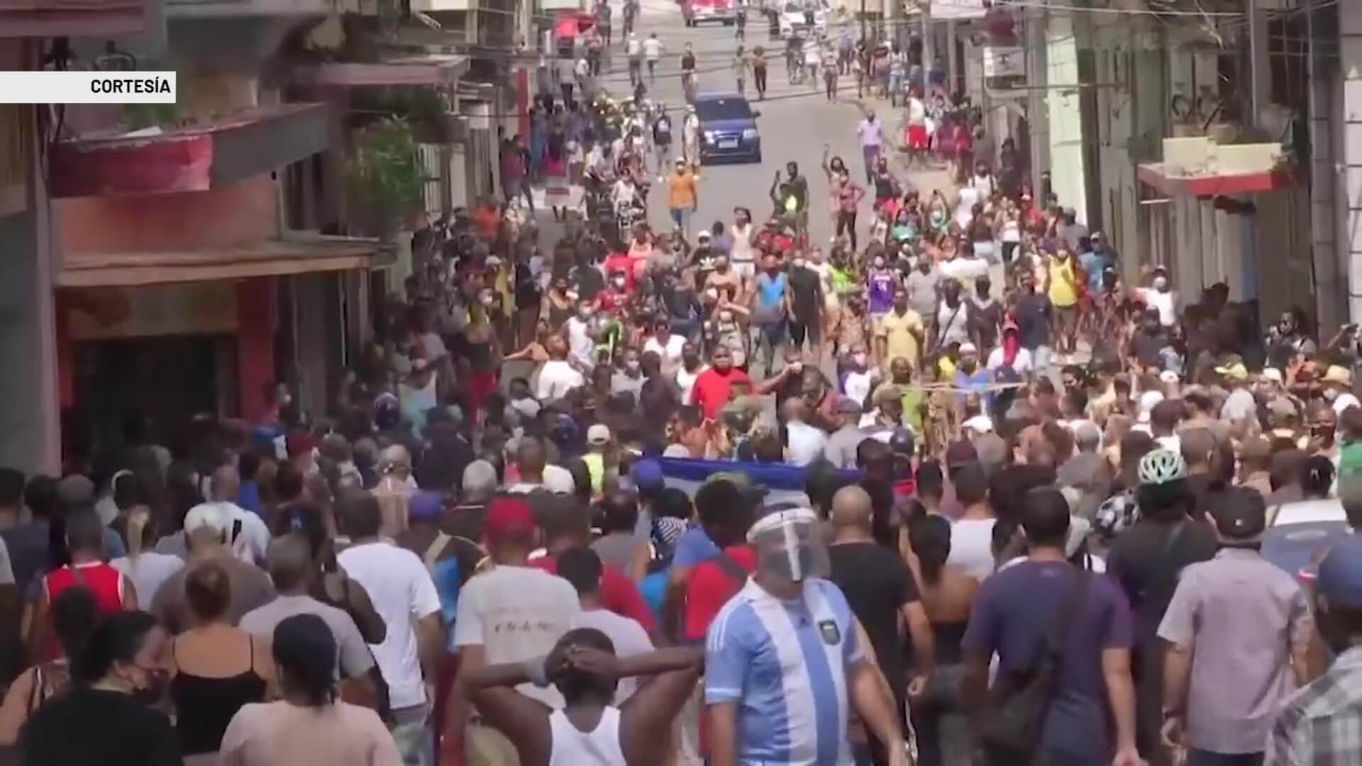Cubanos piden libertad política y productos básicos