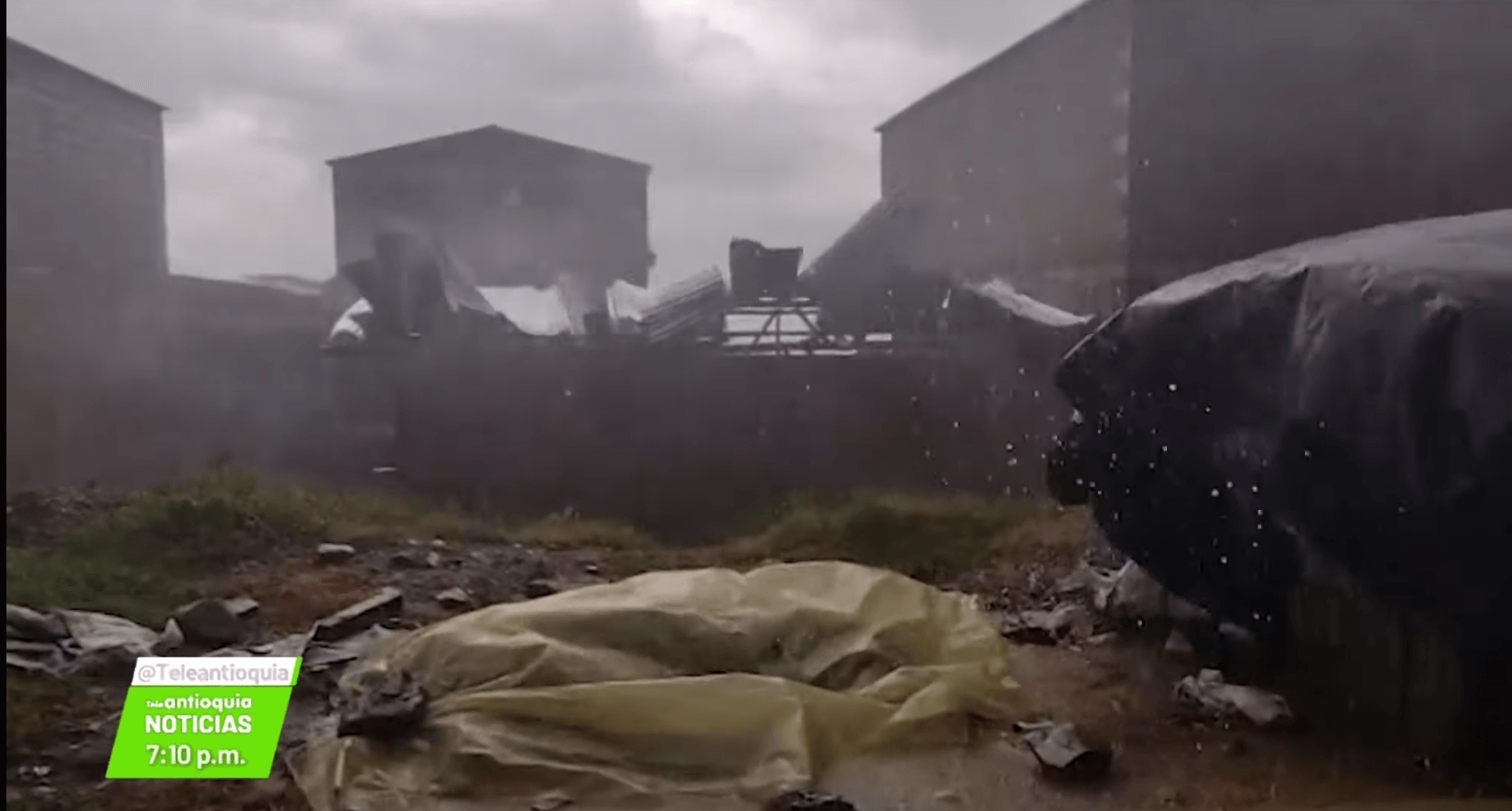 Emergencia: vendaval dejó varias viviendas destechadas