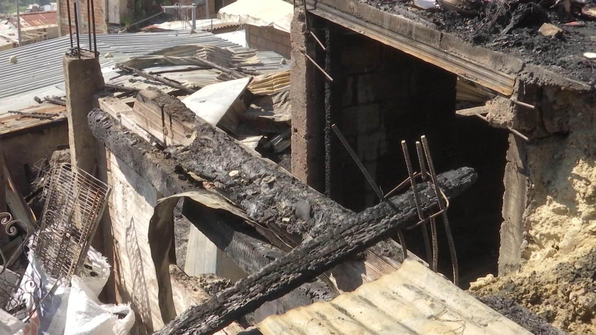 12 viviendas incineradas en incendio en Nuevo Jerusalén