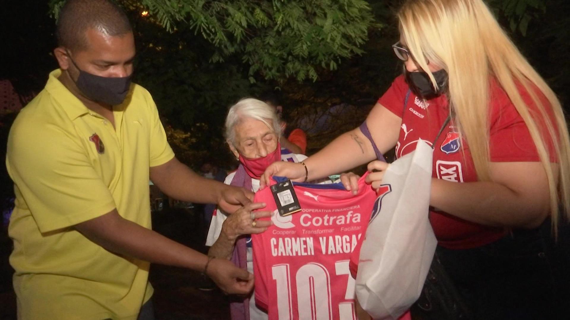 Doña Carmen celebra 103 años de amor por el DIM