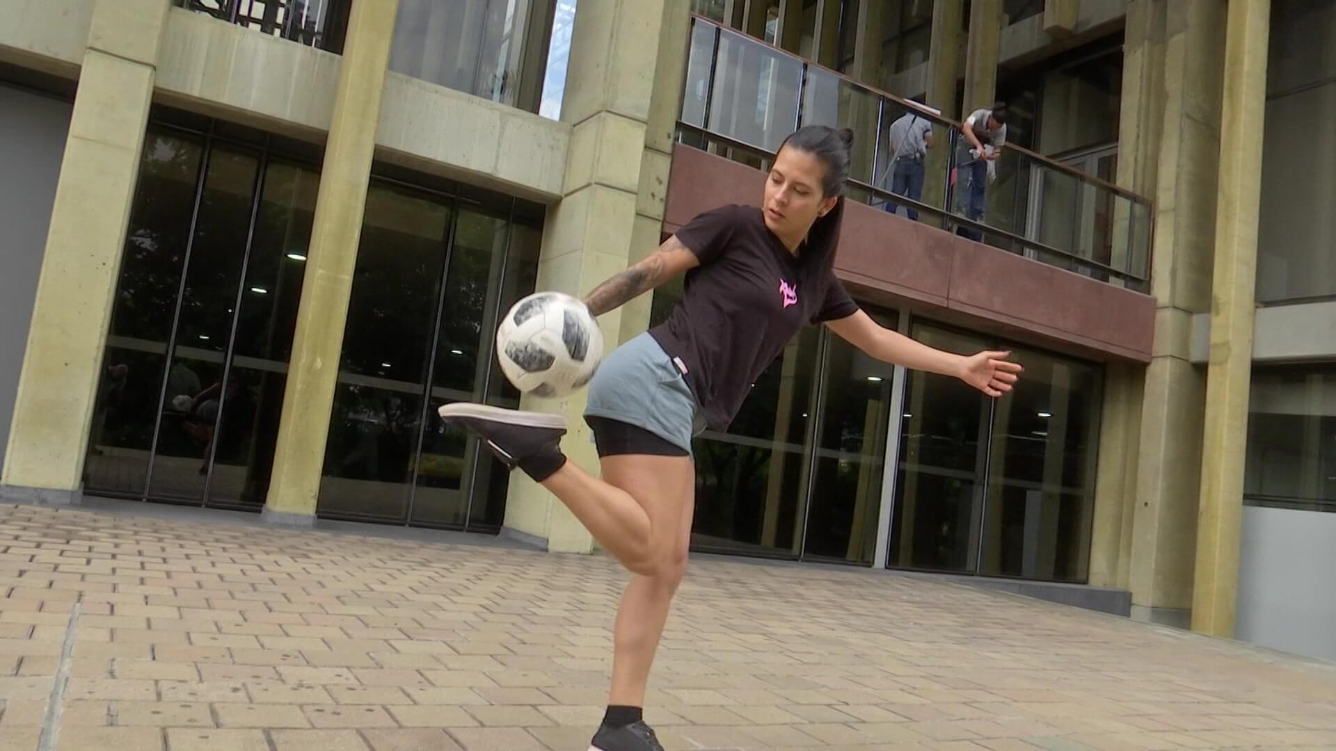 Angie Cepeda, clasificada a serie mundial de fútbol freestyle