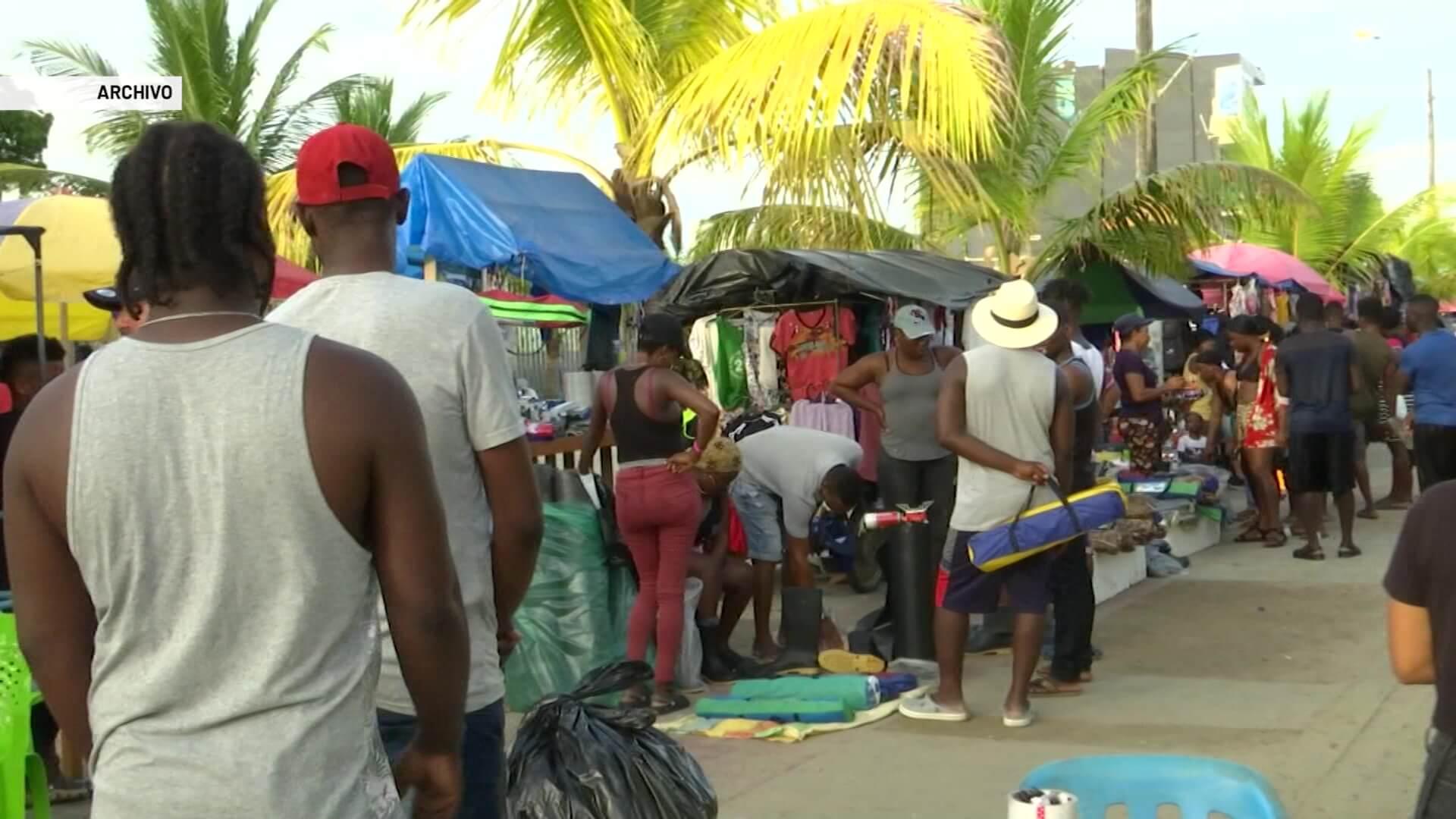 Cientos de venezolanos buscan salida en Necoclí
