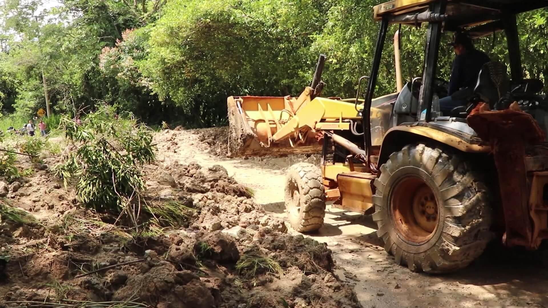 Deslizamiento de tierra afecta movilidad en el Suroeste