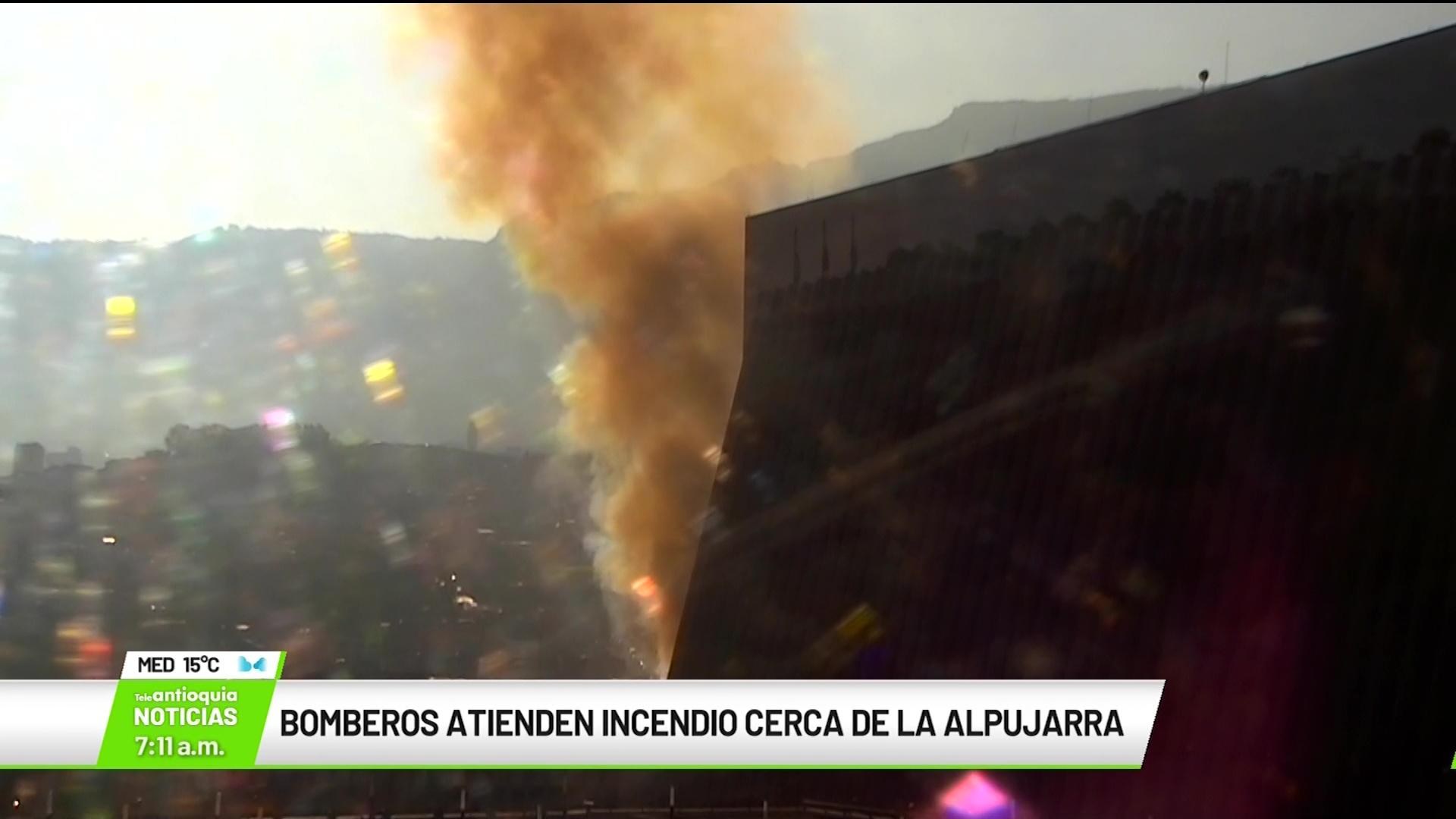 Incendio afectó tres locales comerciales en Carrera Bolívar