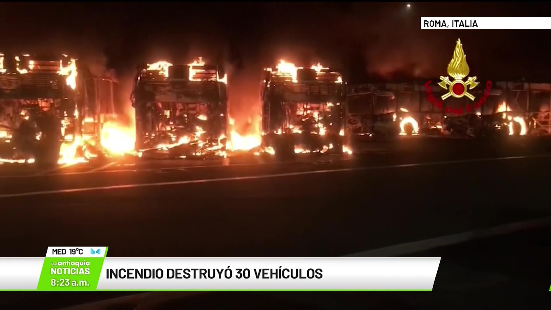 Incendio destruyó 30 vehículos en Roma